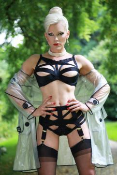 Baroness Davina Dust - Escort dominatrix Munich 2
