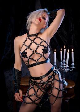 Baroness Davina Dust - Escort dominatrix Munich 5