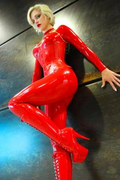 Baroness Davina Dust - Escort dominatrix Munich 5