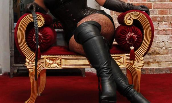 Goddess Scarlet - Escort dominatrix Los Angeles 4