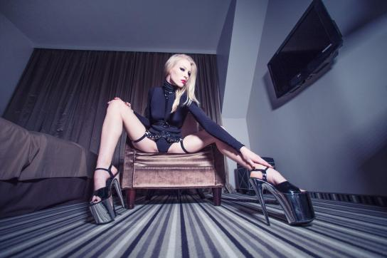 Mistress Madita - Escort dominatrix Hamburg 3