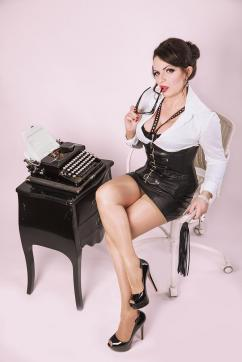 Lady Louisa von Luxe - Escort dominatrix Zurich 4
