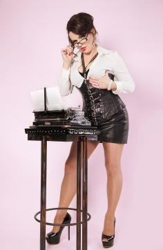 Lady Louisa von Luxe - Escort dominatrix Zurich 5