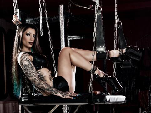 Goddess Domina Charlize - Escort dominatrix Leipzig 14