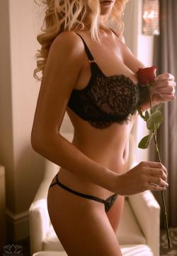 Kate Kompton - Escort lady Toronto 1