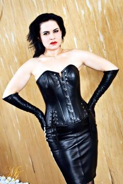 Madame Irina - Escort bizarre lady Berlin 4