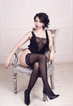 Nude - Escort lady Luton 1