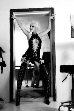 Mistress Kim - Escort dominatrix Bremen 18