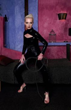 Mistress Kim - Escort dominatrix Bremen 5