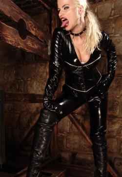 Syonera von Styx - Escort dominatrixes Dresden 10