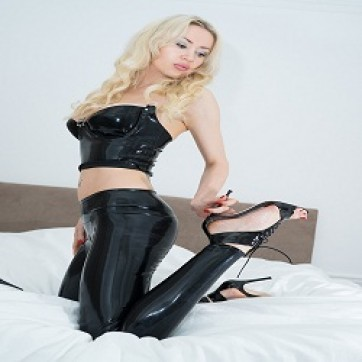Mistress Angelina - Escort dominatrix Paris 2