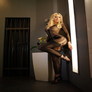 Mistress Angelina - Escort dominatrix Paris 3