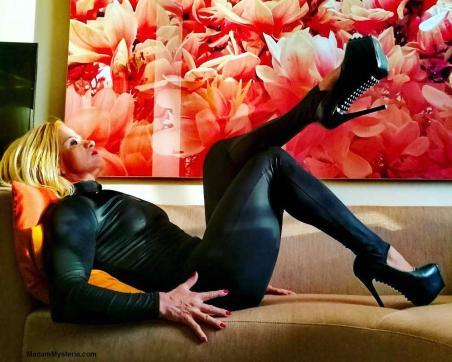 Madam Mysteria - Escort dominatrix Zurich 17